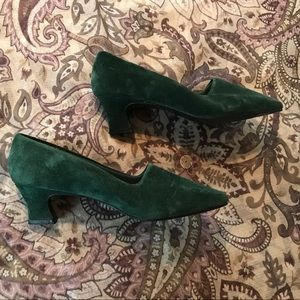 Awesome green suede vintage shoes!